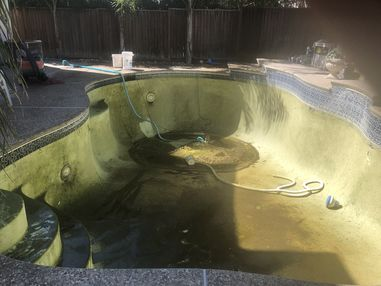 Before & After Pool Cleaning in Sacramento, CA (1)